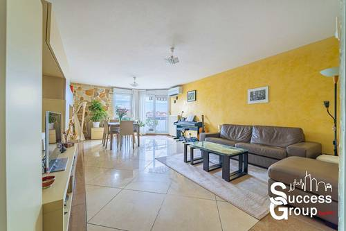 Vends appartement T4de 99m² avec terrasse, cave et parking - Villeurbanne (69)