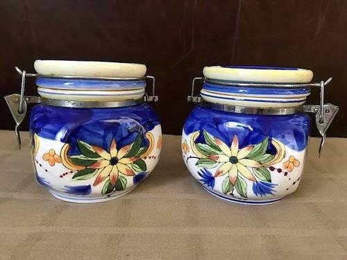 Vintage pots de cuisine confiture ou conserve en faïence peinte